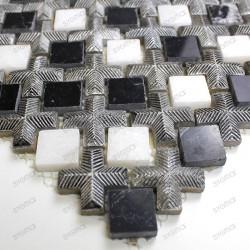 Mosaico de piedra en muestra Loukas